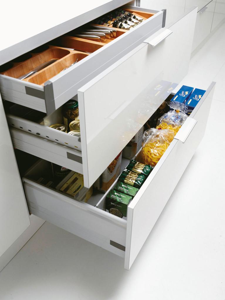 Leveät Tandembox-laatikot, joissa sisälaatikot, sulkeutuvat äänettömästi.